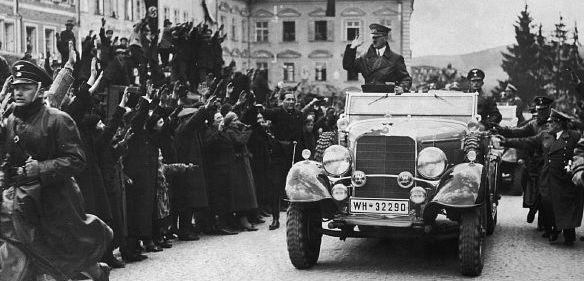 Hitler Braunau Mercedes-Benz G4
