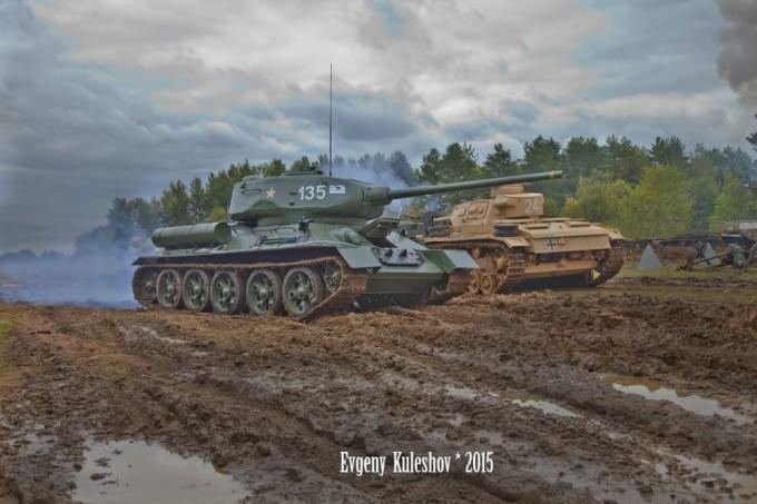 День танкиста 2015: залпы башенных орудий в крупнейшем в мире музее танков