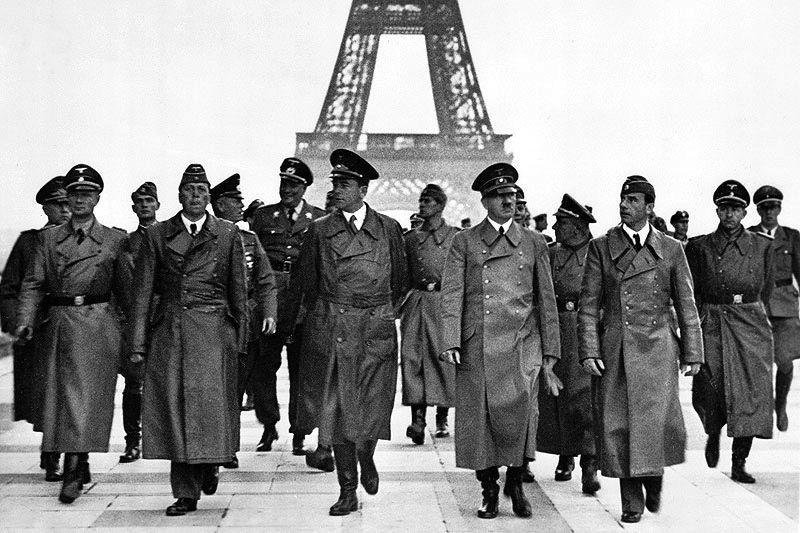 Adolf_Hitler__Eiffel_Tower__Paris_23_June_1940.0